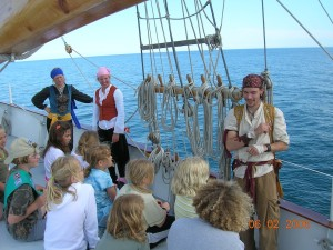 Pirates and kids - web