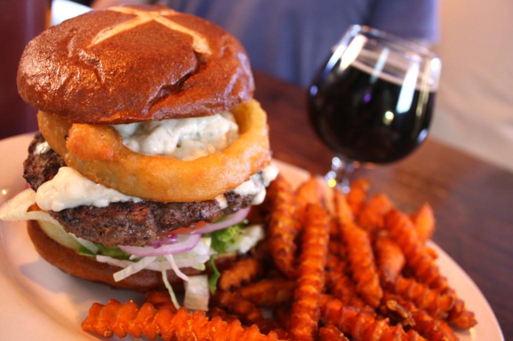 Stocks & Blondes burger - web