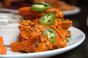 Bull & Bear - Hot Wings2_(web)