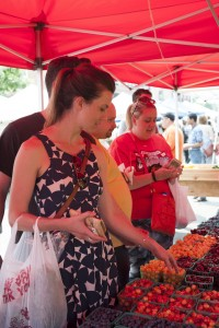 Farmers Market girl - credit City of Chicago (web)