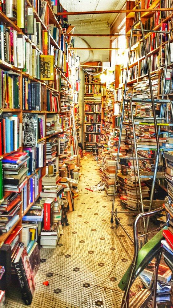 bookmans-corner-aisle